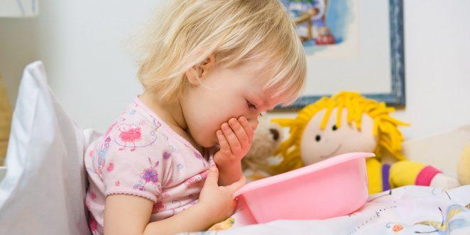 Kind mit Lebensmittelvergiftung