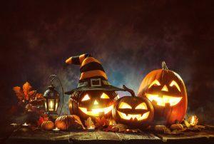 leuchtende Kürbisse an Halloween