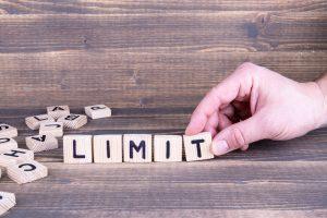 das Wort Limit aus Holzbuchstaben