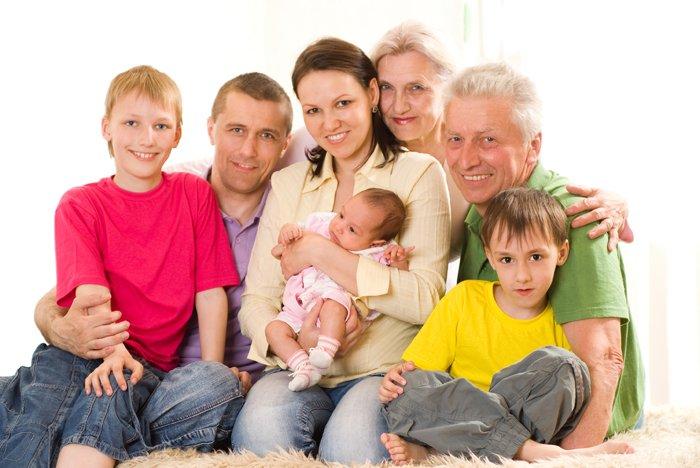 Familie vom Baby bis zum Rentner