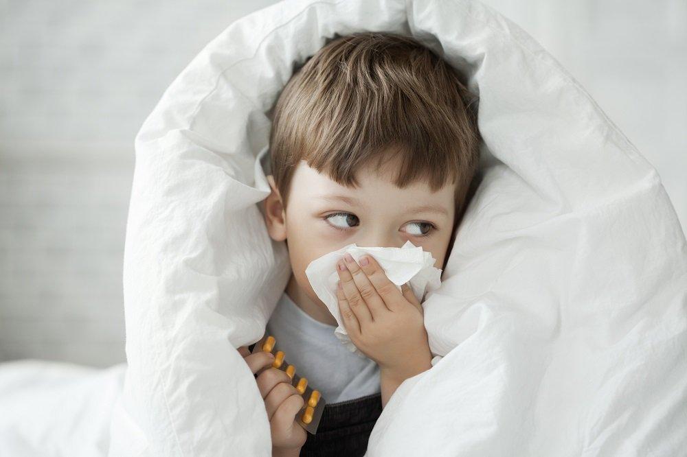 Junge mit Nasenpolypen
