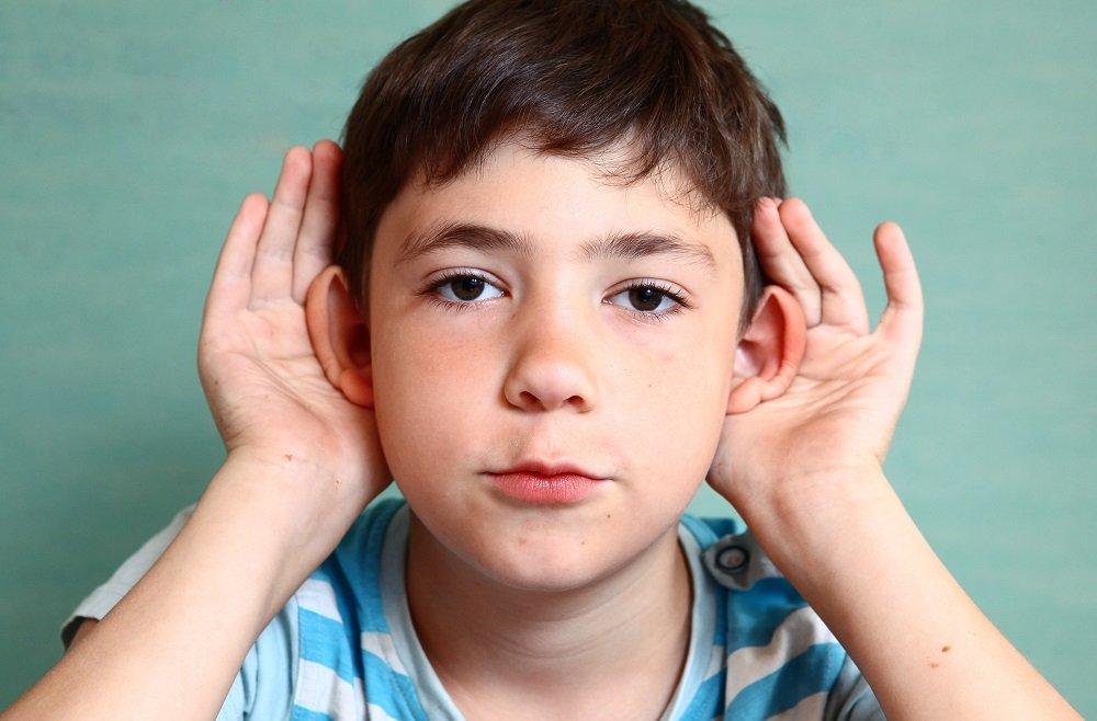 Kind mit abstehenden Ohren