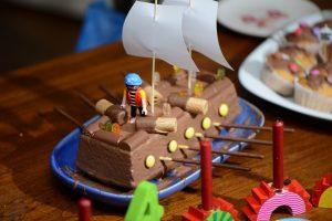 Piratentorte für einen Kindergeburtstag