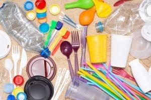 gegenstaende aus plastik