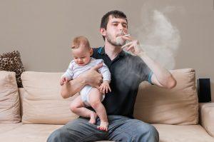 baby raucht unwillkürlich mit