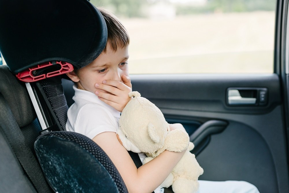 Kind verspürt Reiseübelkeit