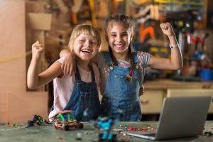 Kinder fühlen sich stark und selbstbewusst