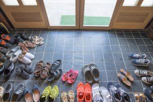 viele verschiedene Schuhe