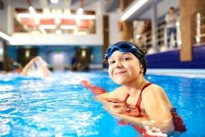 Mädchen beim Schwimmen
