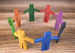 Figuren im Kreise symbolisieren eine Selbsthilfegruppe