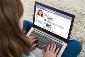 Mädchen in sozialen Netzwerken