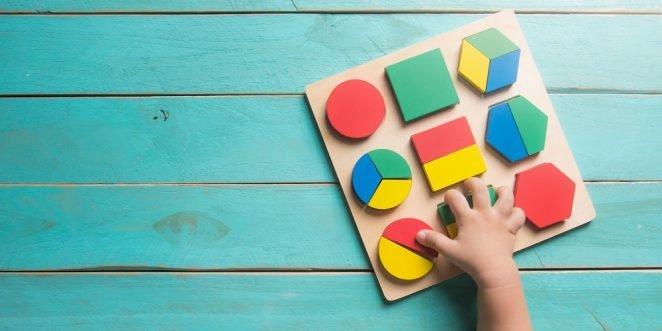 Kinderhand mit Spielformen