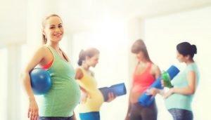 schwangere Frauen beim Sport