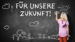 """Kind mal ein Tafelbild mit der Aufschrift """"Für unsere Zukunft"""""""