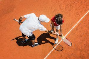 Kind beim Tennistraining