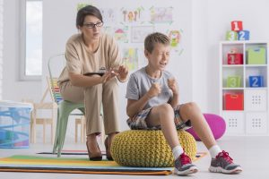 Therapiesitzung mit schwer erziehbarem Kind