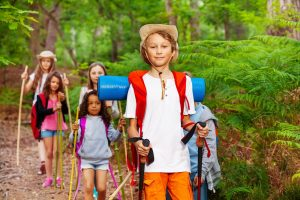 Kinder beim Wandern