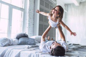 Vater lässt seine Tochter fliegen
