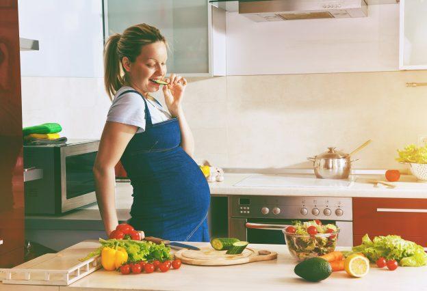 Ob eine vegane oder vegetarische Ernährung für Schwangere geeignet ist