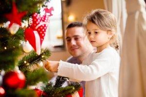 weihnachtsbaum schmücken mit kindern
