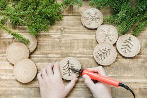 Lötkolben und Baumscheiben