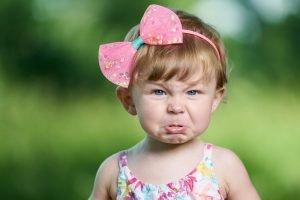 wütendes kleines Mädchen