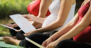 Frauen in einem Geburtsvorbereitungskurs
